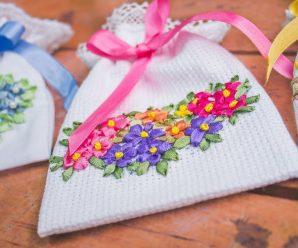 Bolsita de recuerdo bordada a mano/ souvenirs bags